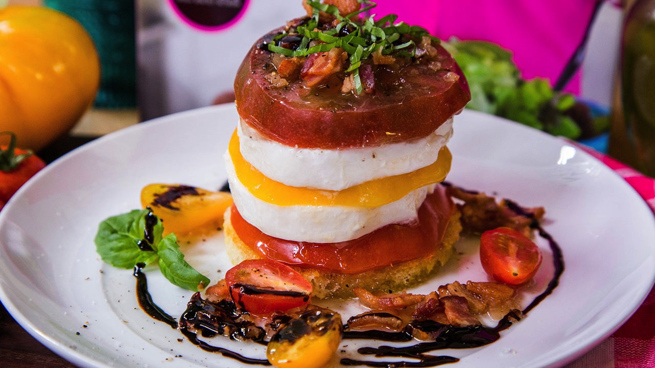 How to Make a Tomato-Mozzarella Tower With Shallot-Bacon Dressing