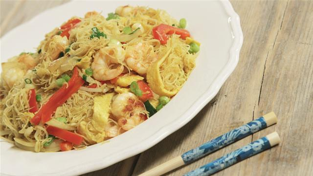 How to Make Singapore-Style Curry Fried Rice Noodles