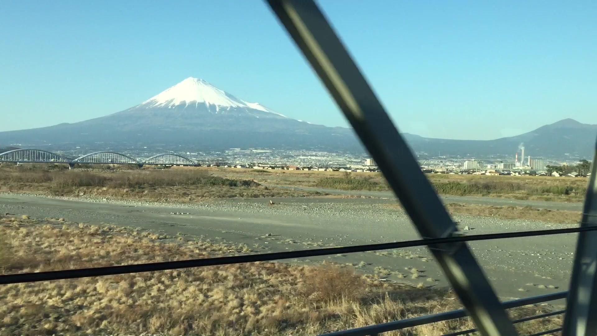 Riding Japanese Bullet Train | Autoblog Short Cuts