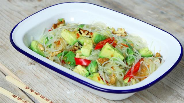 Avocado, Sweet Chilli and Rice Noodle Salad Recipe