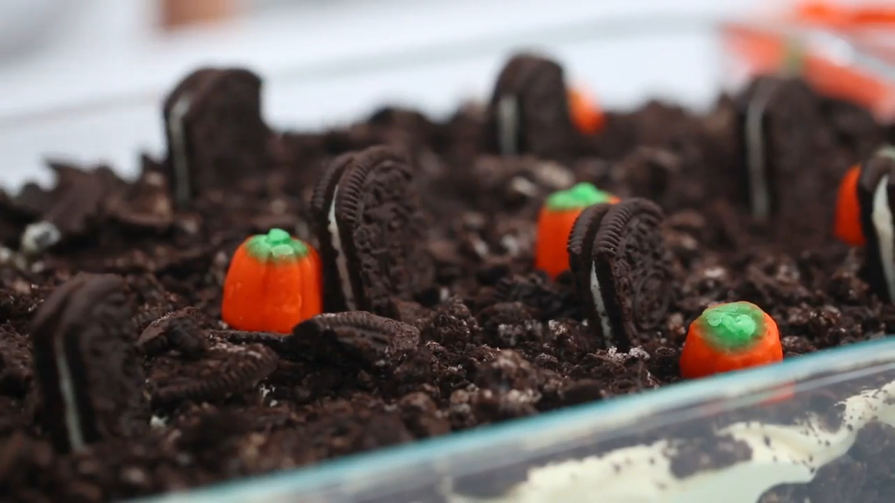 How to Make a Cemetery Cookie Dessert