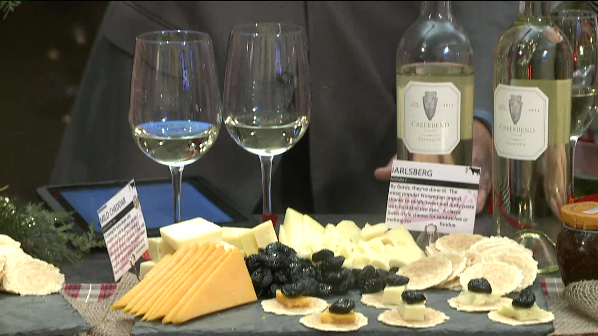 How To Put Together A Holiday Wine And Cheese Spread