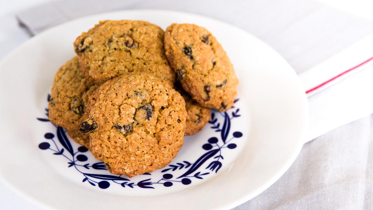 Classic Oatmeal and Raisin Cookie Recipe