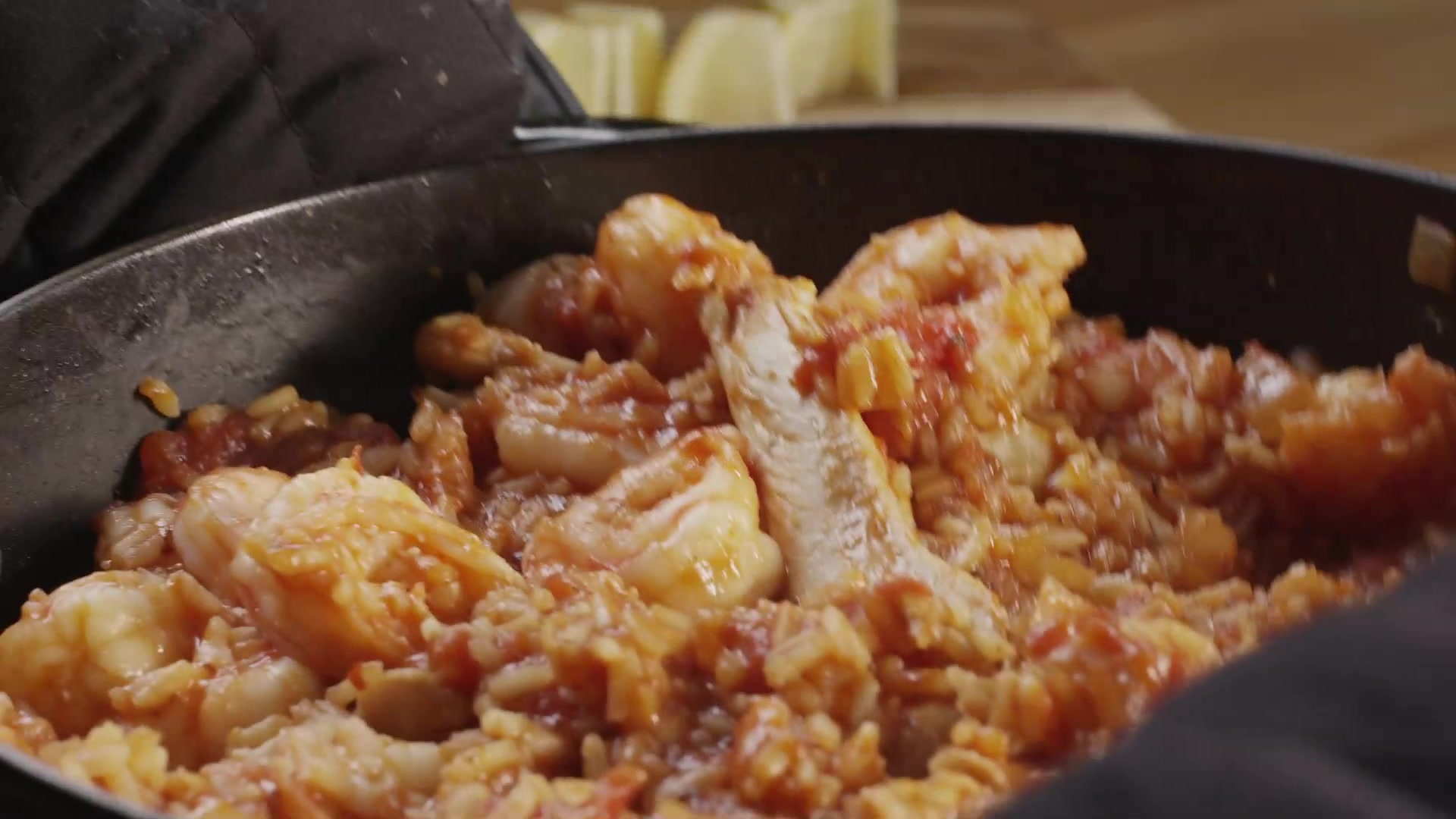 How to Make a Chicken and Shrimp Spanish Rice