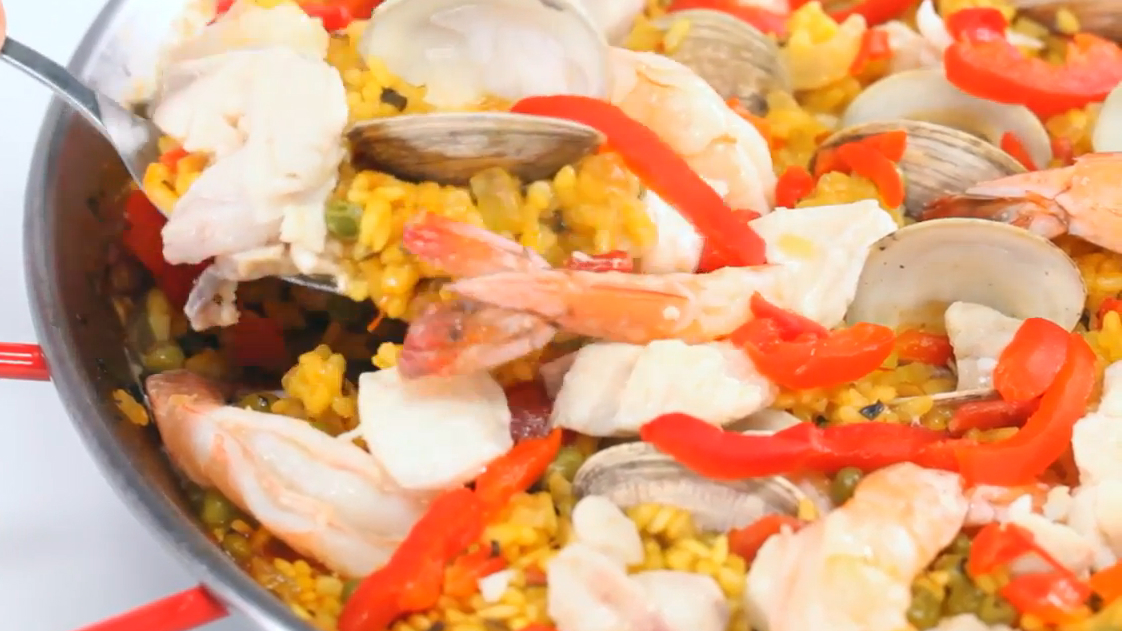 How to Make a Spanish Seafood Paella