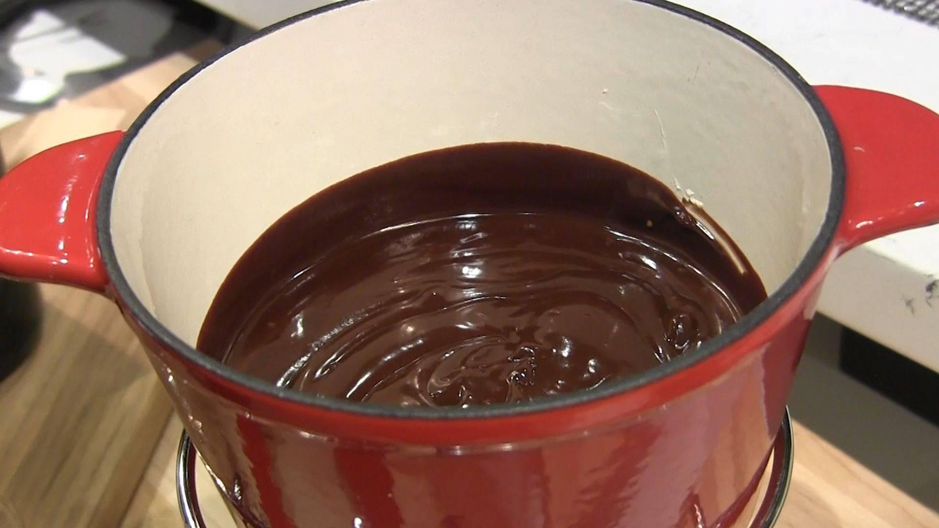 How to Make Easy Chocolate Fondue