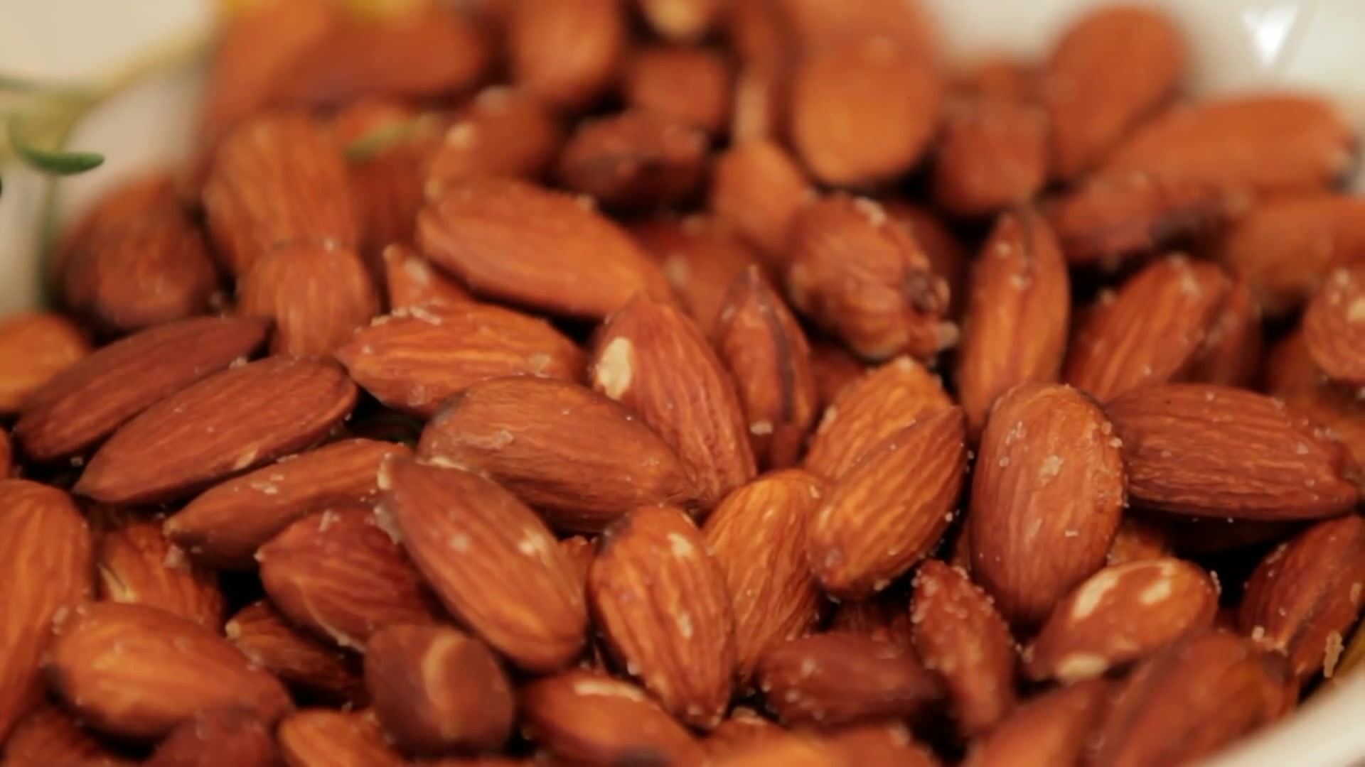 How to Make Simple Christmas Roasted Almonds