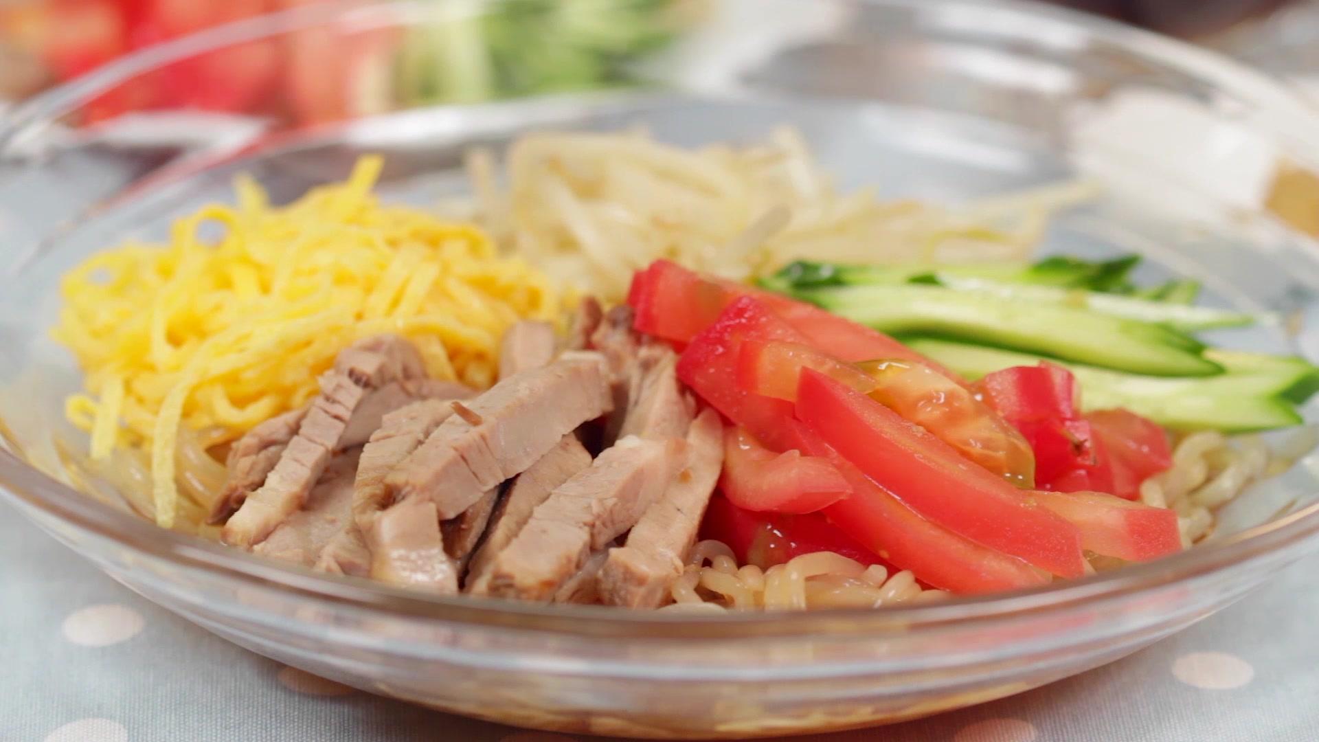 How to Make Low Calorie Hiyashi Chūka with Shirataki Noodles
