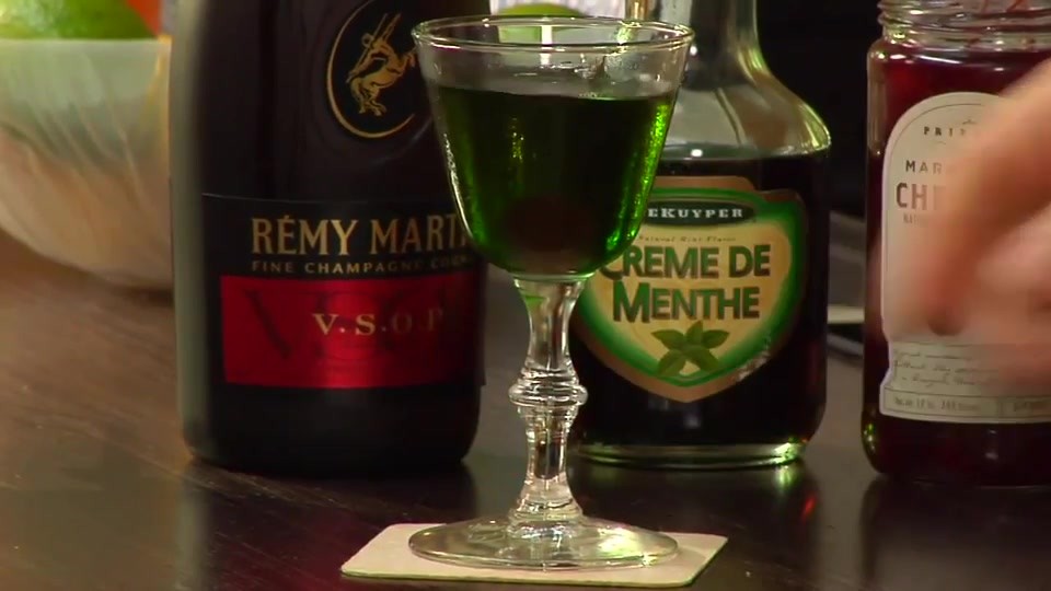 How to Make a Holiday Stinger Cocktail