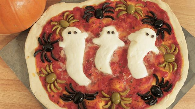 How to Make a Halloween Pizza