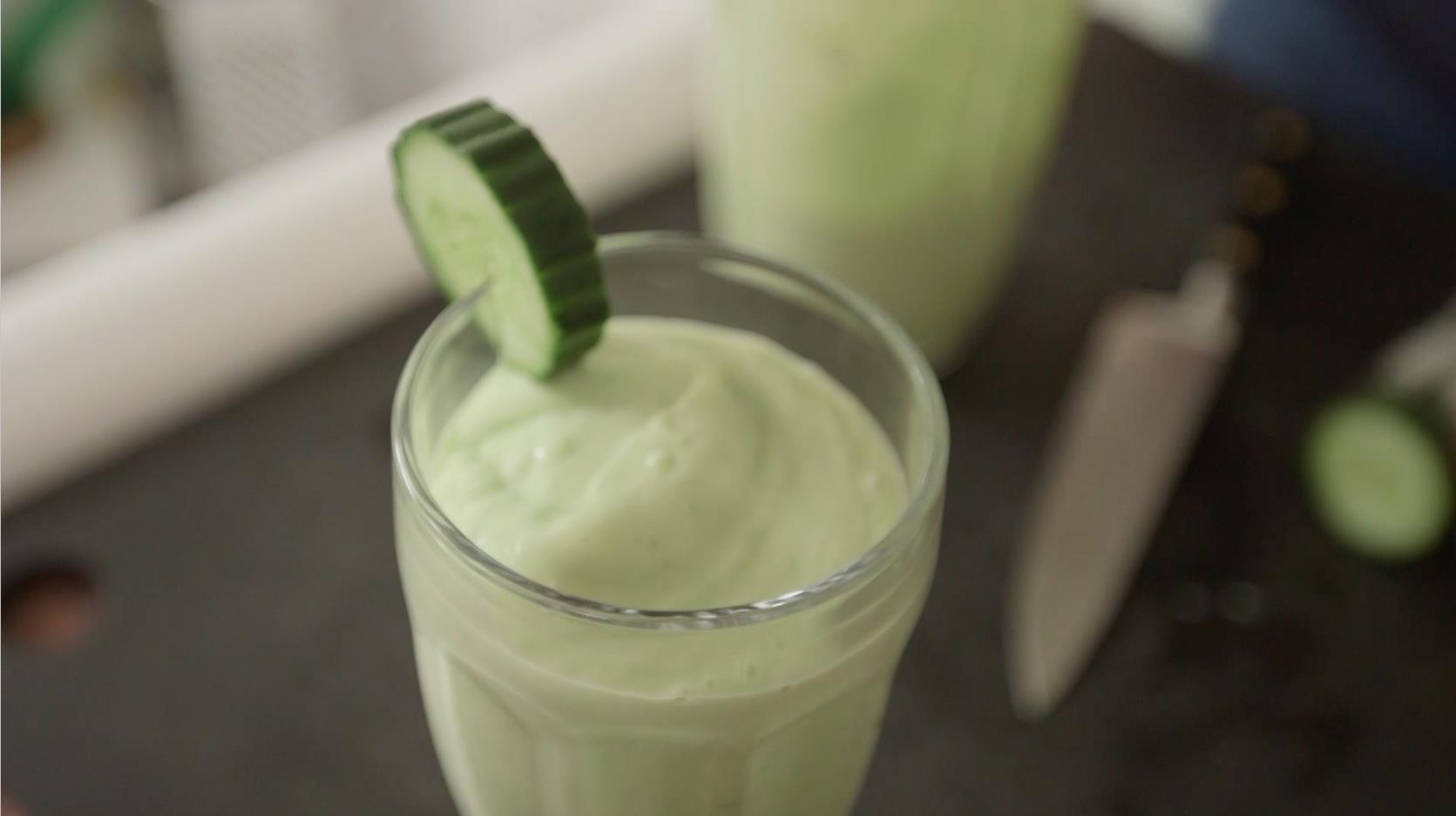 Apple and Avocado Breakfast Smoothie