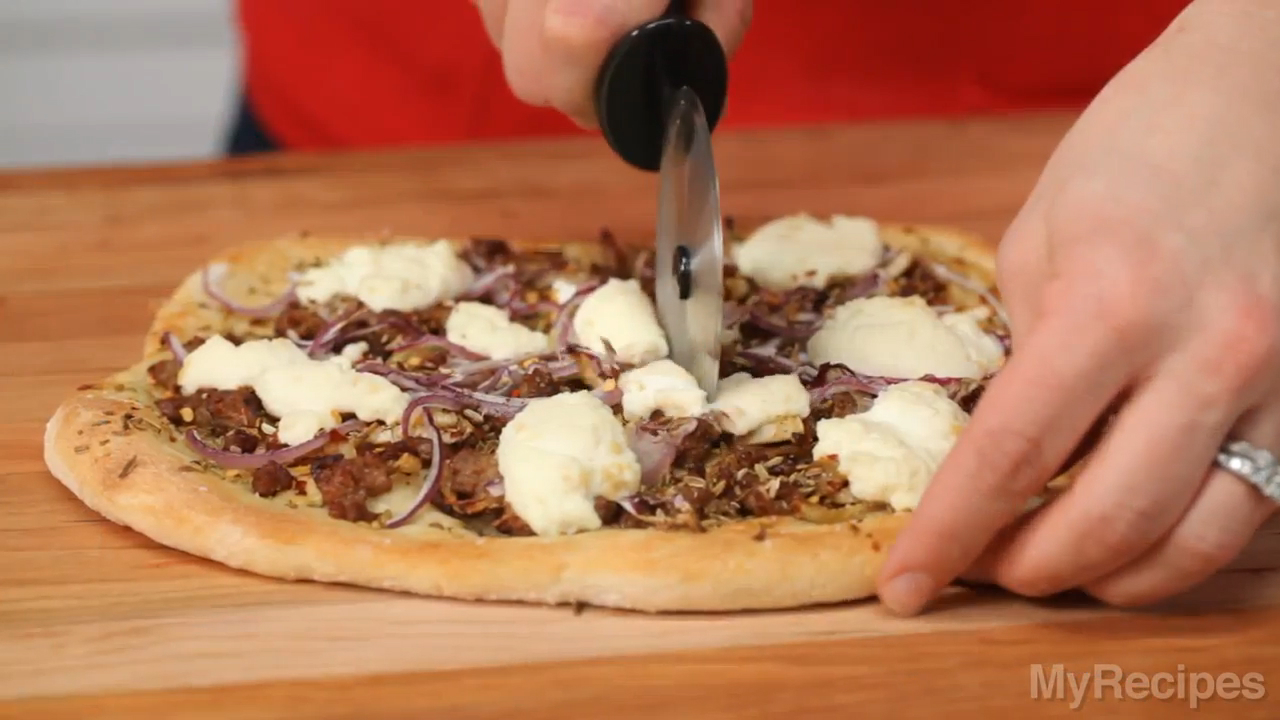 Dinner Tonight: Sausage, Fennel, and Ricotta Pizza