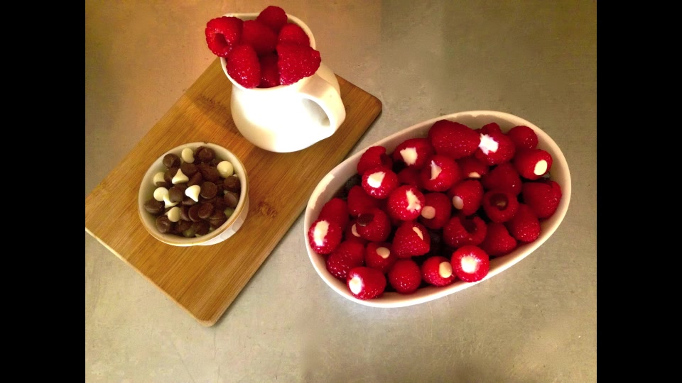 How to Make a Healthy Raspberry Yogurt Treat for Kids