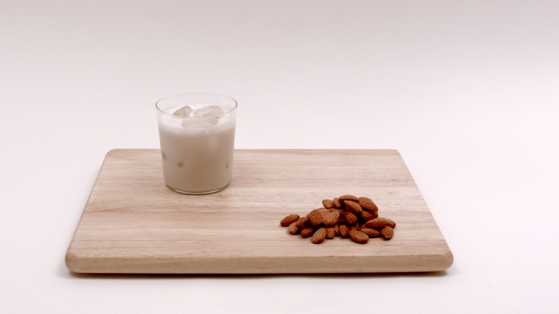 How to Make Healthy Homemade Almond Milk