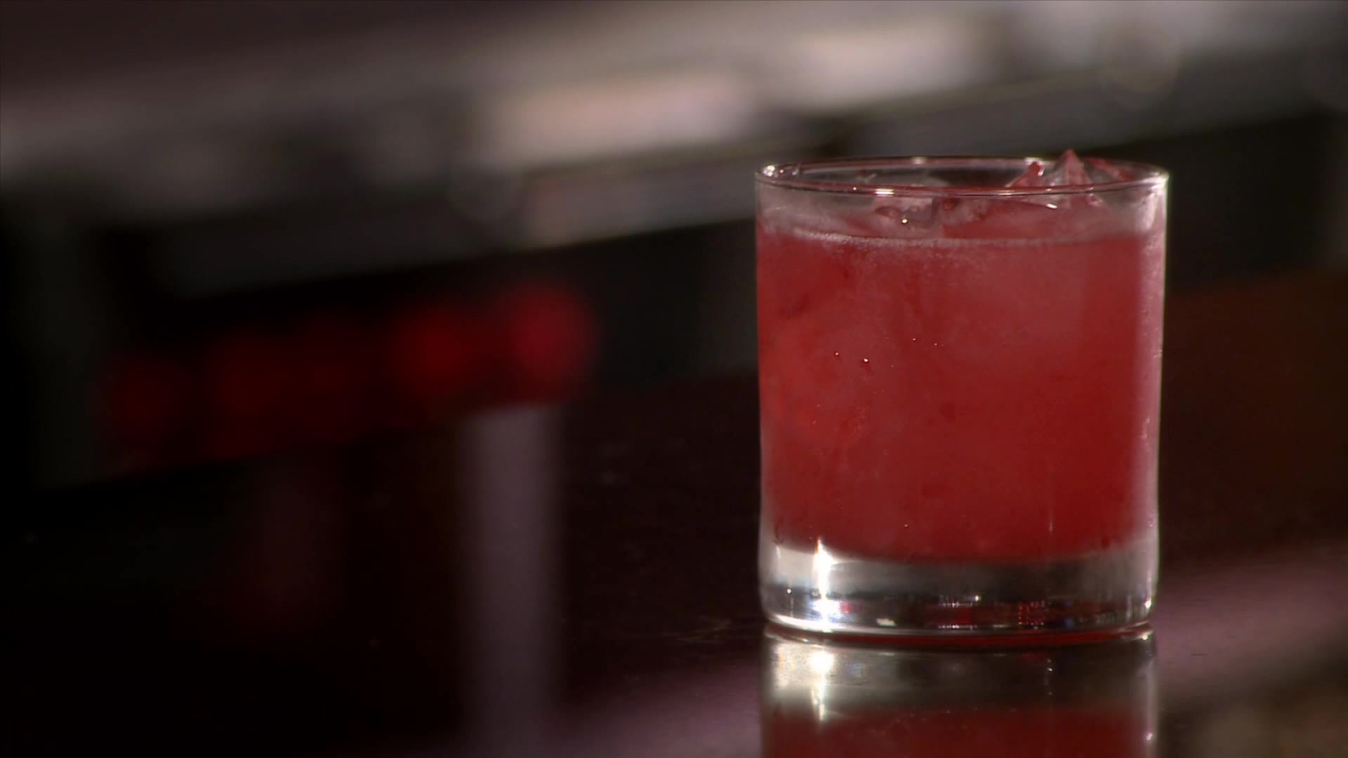 How to Make a Raspberry Thyme Smash Cocktail