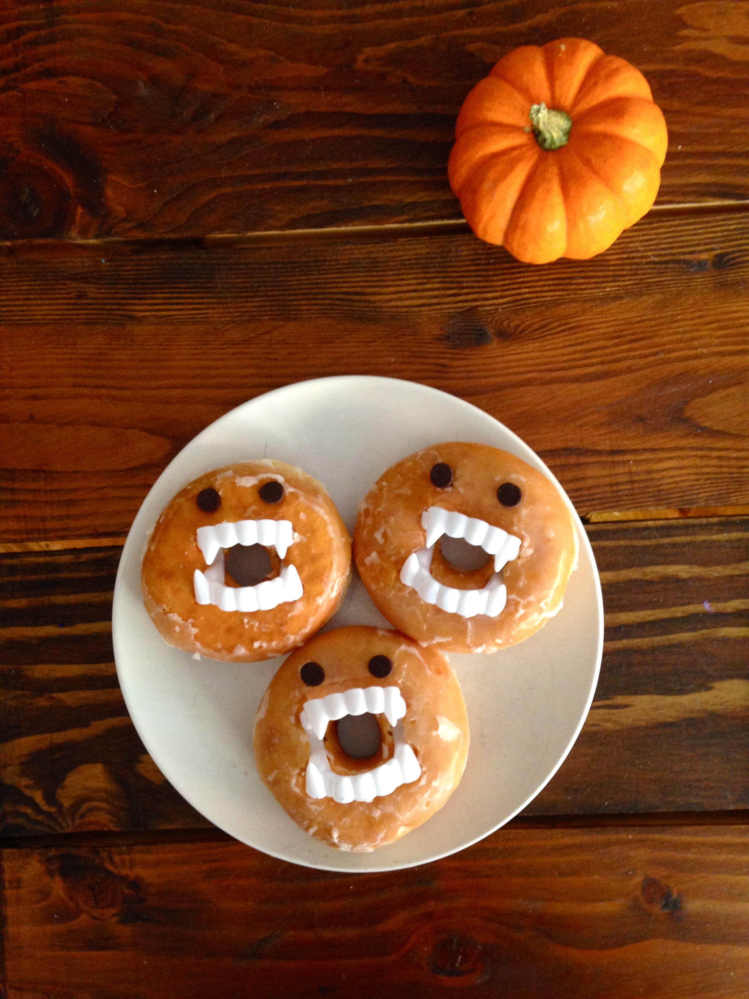 Cute Kids Halloween Snack: Vampire Donuts