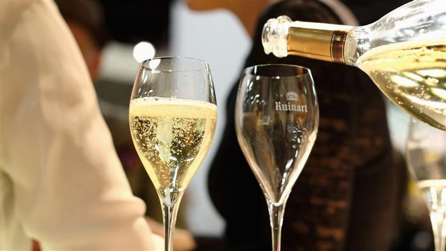 How to Pick Holiday Champagne