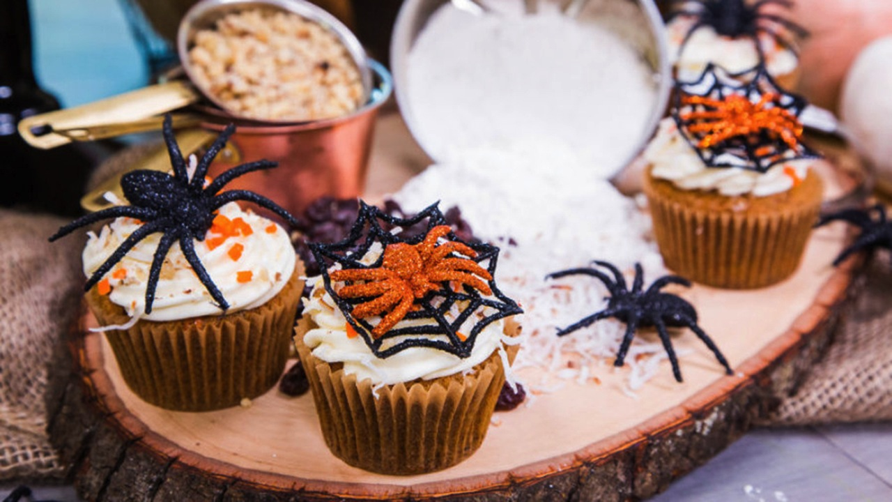 How to Make Halloween Themed Carrot Cakes