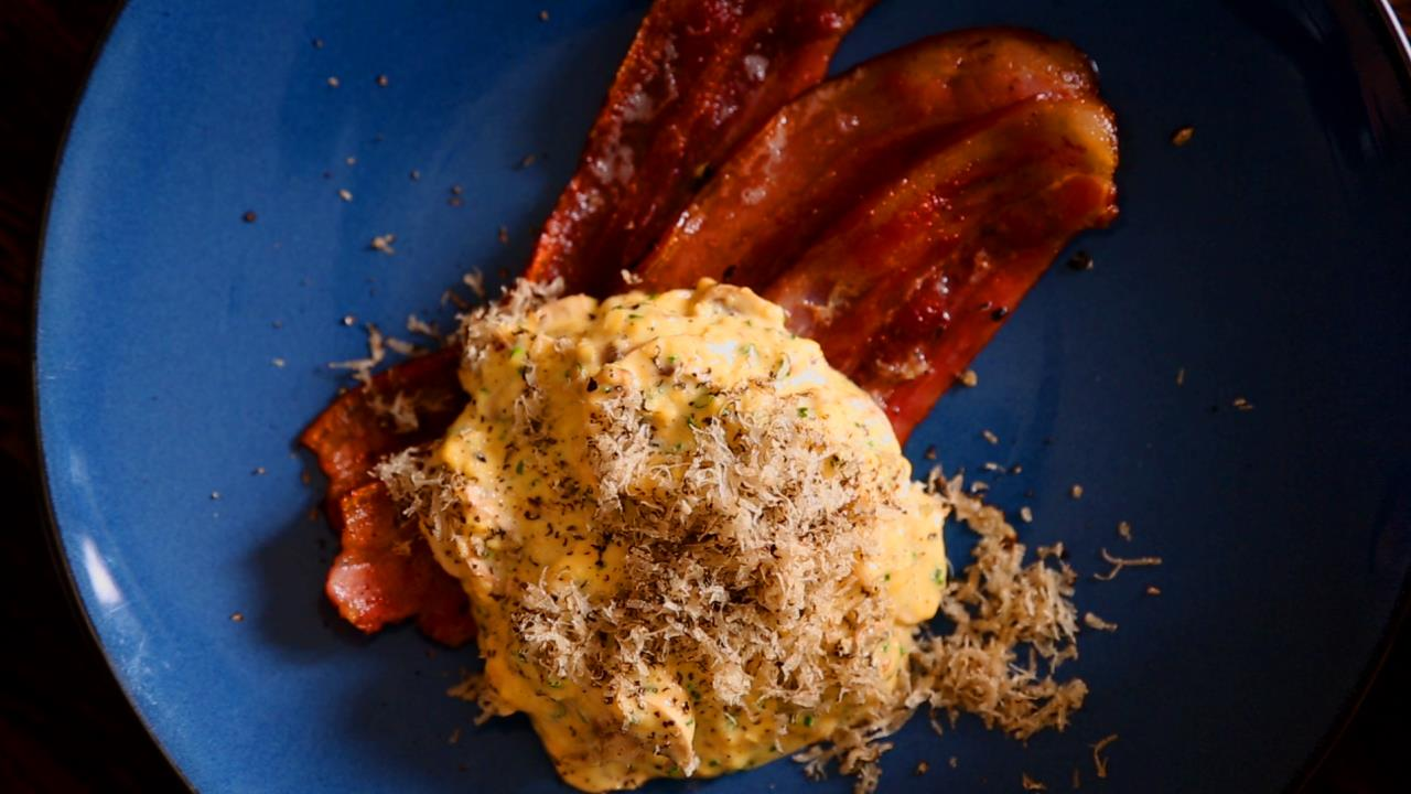 How to Make Scrambled Eggs With Truffle and Bacon