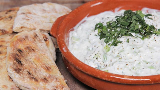 How to Make Tzatziki Dip With Flatbreads