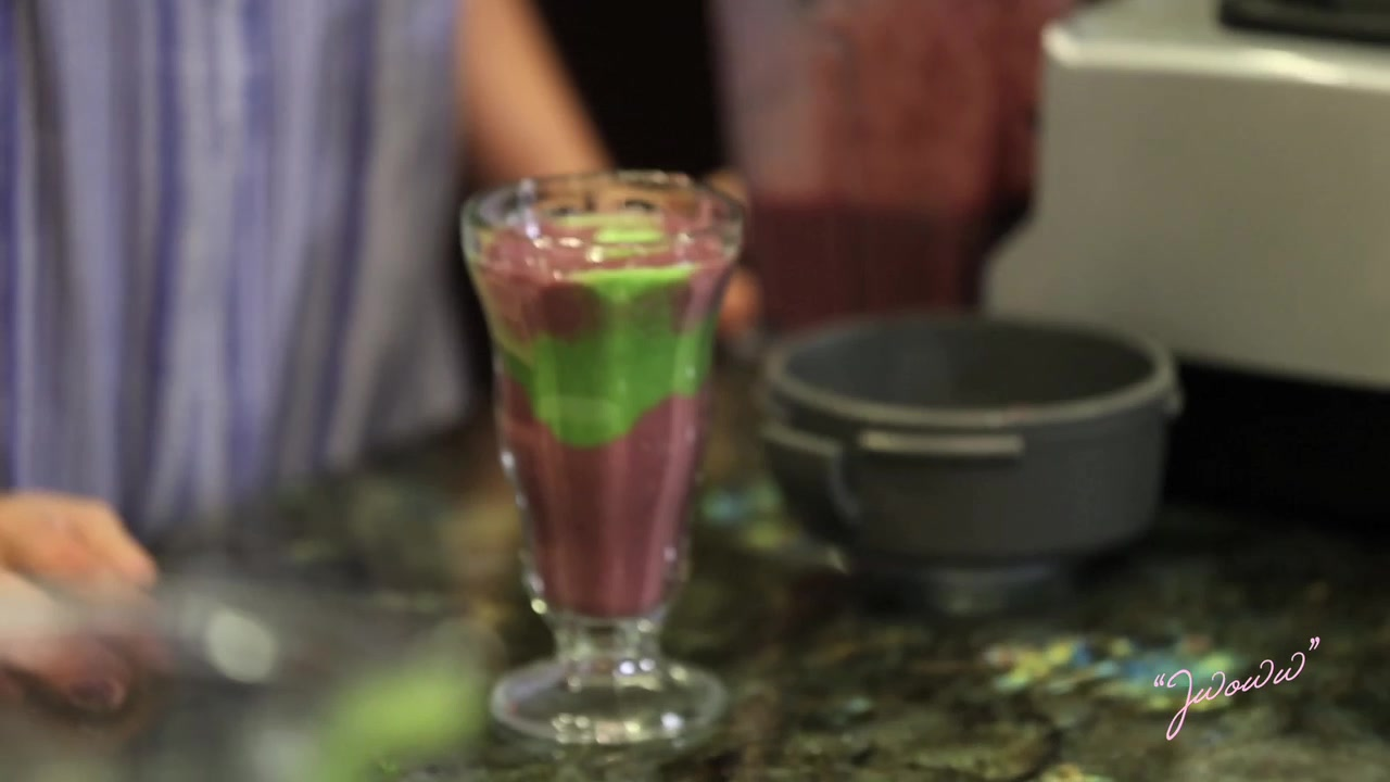 Green Berry Delight Smoothies | Clean Cooking with Jenni JWoww
