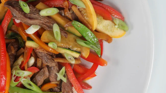 How to Stir-Fry Meat and Vegetables Asian-Style