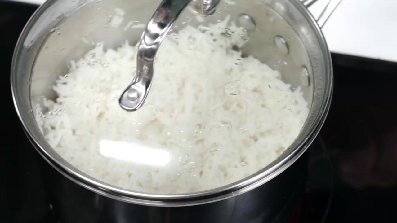 How to Get Perfectly Fluffy Rice