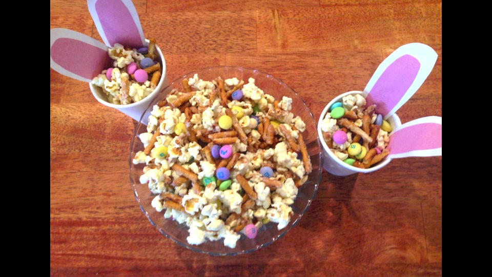 How to Make Salty and Sweet Snack Mix for Easter