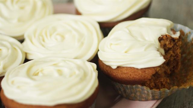 How to Make Pumpkin Cupcakes with Maple Frosting