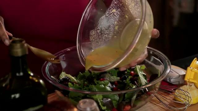 How to Make Healthy Lemon Garlic Salad Dressing