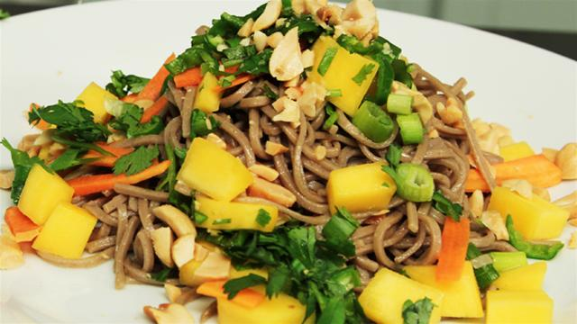 How to Make Thai Style Soba Noodles With Mango
