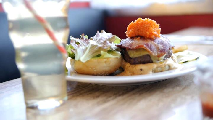 Grazin's Grassfed Burgers: A Small Diner Aims to Make the Cleanest Burgers