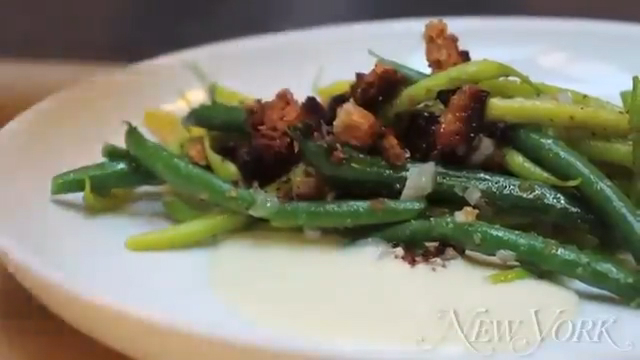 How to Make Green Beans with Taleggio Cream and Bread Crumbs