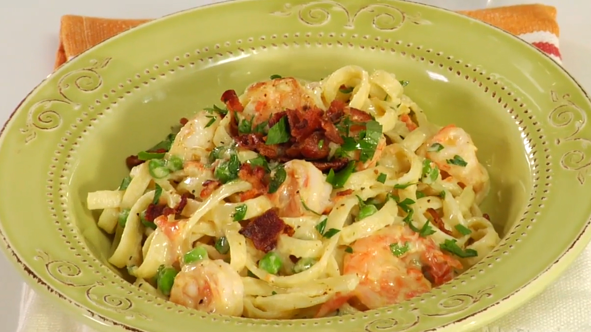 How to Cook Creamy Fettuccine With Shrimp and Bacon