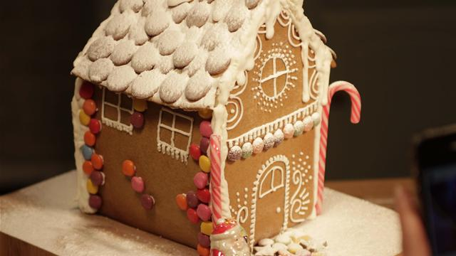 How Bake the Cake for a Gingerbread House