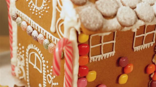 How Decorate a Gingerbread House