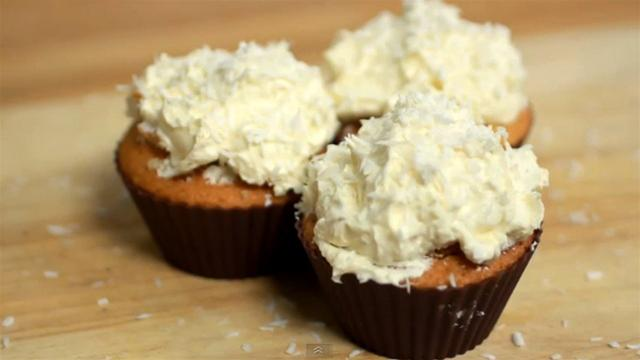 How to Make Coconut and Marshmallow Cupcakes