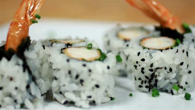 How to Make Temptura Prawn Sushi Rolls