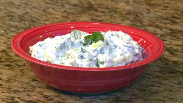 How to Make Cucumber Yogurt Sauce