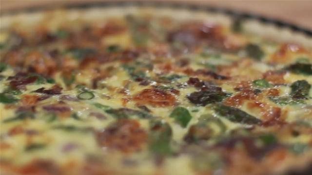 How to Make a Homemade Asparagus Quiche