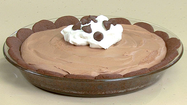 How to Make Chocolate Pie With a Petal Crust