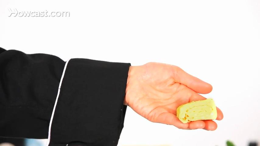 How to Make a Tamagoyaki Omelet