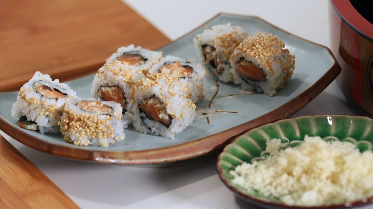 How to Make a Salmon Crunch Roll
