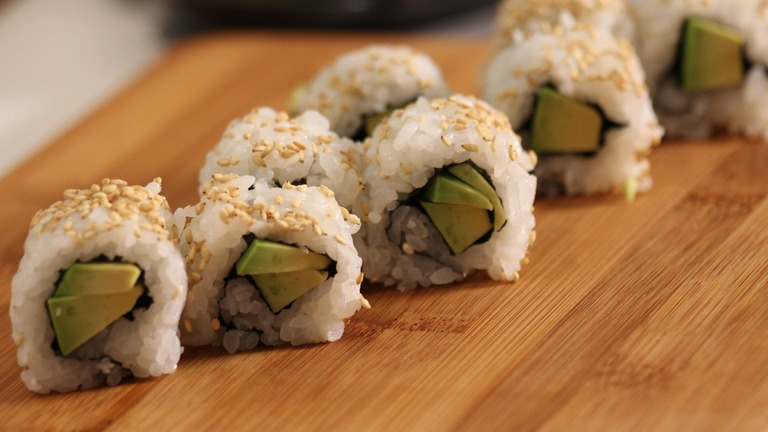 How to Make an Avocado Roll