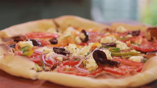 How to Make a Greek Style Pizza