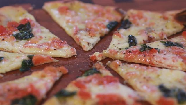 How to Make a Classic Margherita Pizza