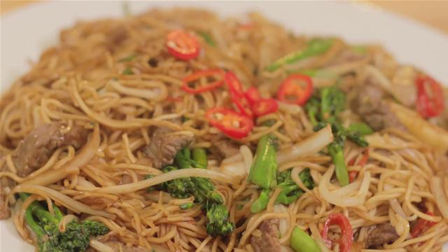 How to Cook Chinese Noodles With Steak