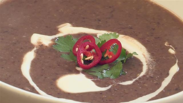 How to Make Vegetarian Black Bean Soup
