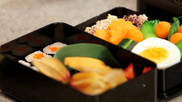 How to Make Sushi Rolls For a Child's Bento Box