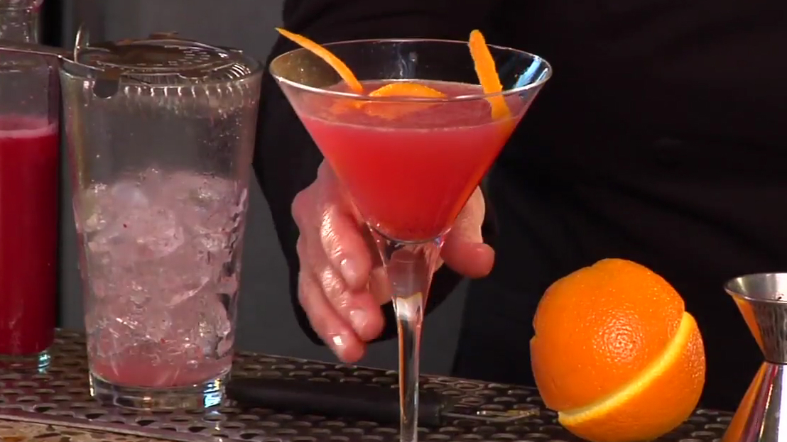 How to Make a Thanksgiving Ginger Rouge Cocktail